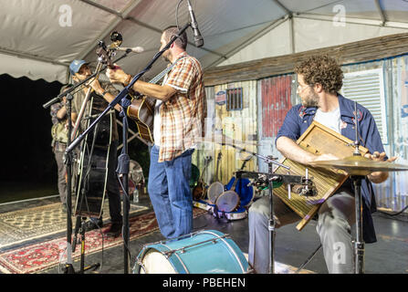 Bournemouth, UK. 27th July 2018. The Hot Seats play as people enjoy the live bluegrass and country music, beer and food on offer at the Beer and Bluegrass Festival in Bournemouth. Credit: Thomas Faull/Alamy Live News - Stock Image