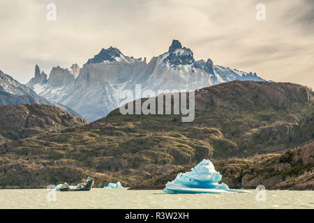 Chile, Patagonia. Icebergs from Lago Grey glacier. - Stock Image