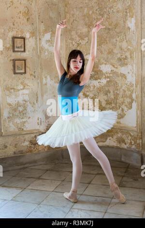Cuba, Havana. Ballerina posing in old mansion. Credit as: Wendy Kaveney / Jaynes Gallery / DanitaDelimont.com - Stock Image