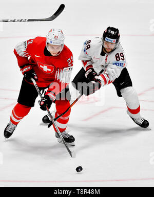 Bratislava, Slovakia. 14th May, 2019. L-R PHILIPP KURASHEV (SUI) and RAPHAEL HERBURGER (AUT) in action during the match Switzerland against Austria at the 2019 IIHF World Championship in Bratislava, Slovakia, on May 14, 2019. Credit: Vit Simanek/CTK Photo/Alamy Live News - Stock Image