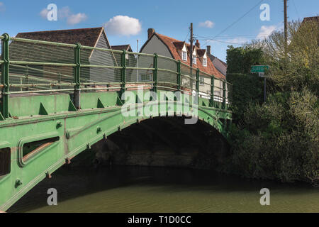 Bures Essex Suffolk border, view of the iron bridge across the River Stour which marks the boundary between the counties of Essex and Suffolk, England - Stock Image