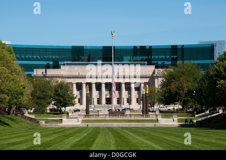 USA, Indiana, Indianapolis, Indiana War Memorial Plaza, American Legion Building - Stock Image