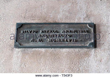 A historic plaque mentioning Silvio Payrol Arencibia as the architect of the Buenviaje Catholic Church - Stock Image