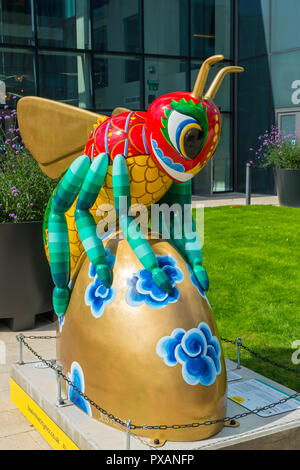 Beejing, by Jessica Perrin.  One of the Bee in the City sculptures, at the Crowne Plaza and Staybridge Suites, Oxford Road, Manchester, UK. - Stock Image