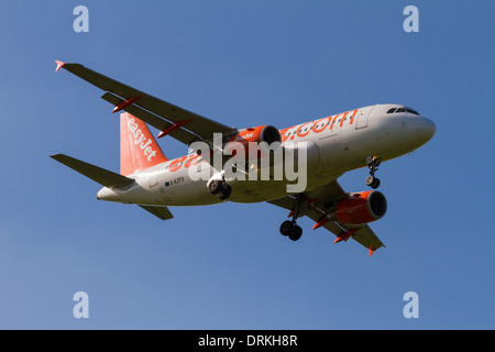 Easyjet airbus A319 to land - Stock Image
