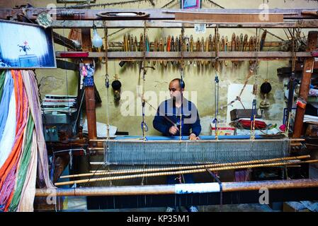Weaving silk in the medina of Fez, Morocco - Stock Image