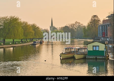 Springtime evening view along the River Avon towards Holy Trinity Church in Stratford upon Avon, Warwickshire - Stock Image