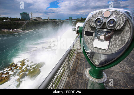 Tourist binocular viewer in Niagara Falls from New York State, USA - Stock Image
