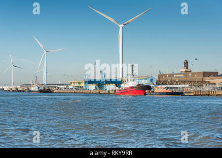 Wind turbines at the Port of Tilbury on the River Thames. - Stock Image