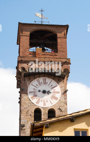The Torre Delle Ore or clock tower, Lucca, Tuscany, Italy, Europe - Stock Image