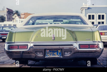 Archive image of a 1976 model Lincoln Continental Mark lV sedan car, California, USA, 1987 - Stock Image