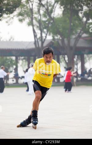 A man rollerblading in Shuishang Park, Tianjin, China. - Stock Image