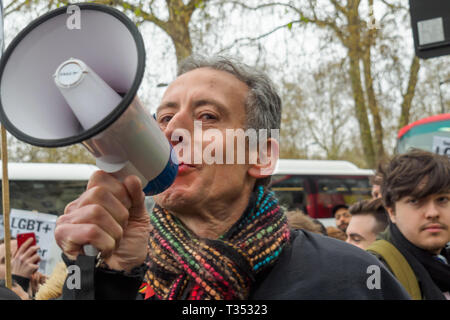 London, UK. 6th April 2019. Human Rights campaigner Peter Tatchell speaks at the protestoutside the Dorchester Hotel in Mayfair against the multi-billionaire Sultan of Brunei who has announced death by stoning as a punishment for gay sex, adultery and blasphemy demonstrating against this barbaric abuse of international law and human rights and calling for a boycott of his hotels around the world. After speeches and around an hour of noisy protest behind barriers keeping them away from the hotel, Class War took the initiative and pushed the barriers aside to protest directly in front of the hot - Stock Image