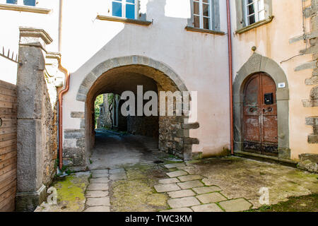 Stone courtyard in ancient village of Fazzano in Tuscany,Northern Italy - Stock Image