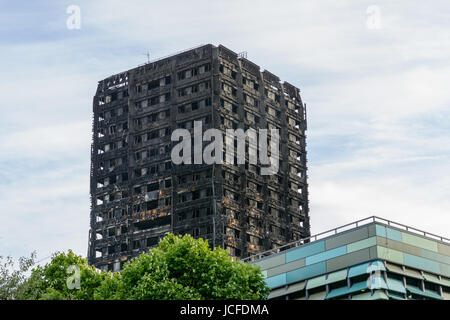 London, UK. 15th June, 2017. The Grenfell Tower fire occurred on 14 June 2017, at the 24-storey Grenfell Tower, - Stock Image