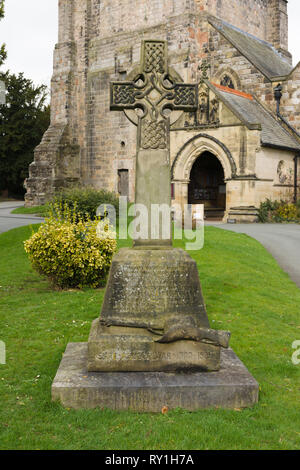 The Boer war memorial in Saint Oswalds church yard Oswestry comememorating Lance Corporal James Kenyon of the Kings Shropshire Light Infantry - Stock Image