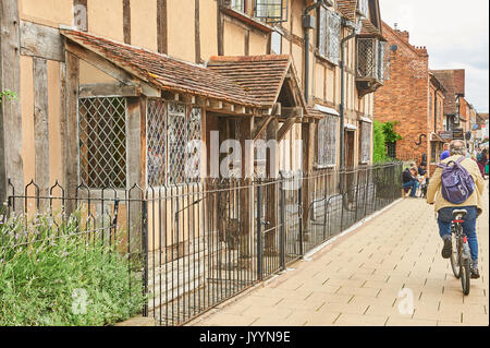 Stratford upon Avon, Warwickshire and Williams Shakespeare's birthplace in the centre of the town is a world famous tourist attraction. - Stock Image