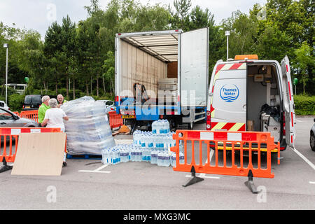 Workers unloading bottles of drinking water to distribute to customers without a water supply. Reading, Berkshire, England, GB, UK. 30th June 2014 - Stock Image