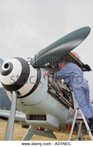 Zeltweg 2005 Airpower 05 airshow Austria, German Luftwaffe Messerschmitt Me 109 G 4, aviation mechanic at work - Stock Image
