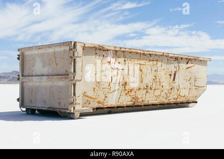 Large recycling and garbage container on the Salt Flats - Stock Image