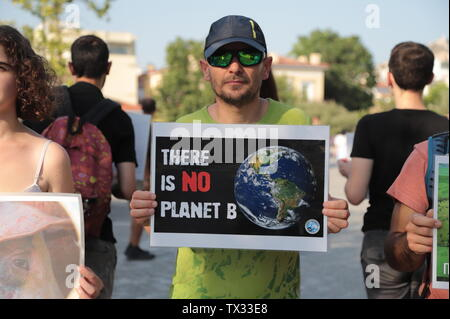 Athens, Greece. 23rd June, 2019. Animal rights activists demonstrate in Athens to inform people about climate change and the Vegan way of Life. Credit: George Panagakis/Pacific Press/Alamy Live News - Stock Image