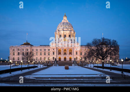 Minnesota State Capitol building at dusk. - Stock Image
