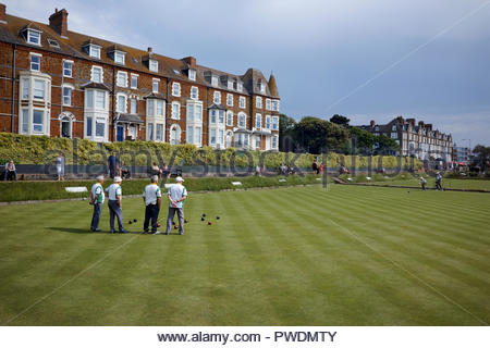 Players on the green at Cliff Parade bowls club: Hunstanton, Norfolk. - Stock Image