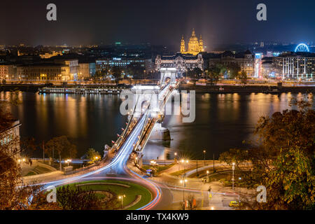 Night aerial view of the famous Széchenyi Chain Bridge with Four Seasons Hotel Gresham Palace at Budapest, Hungary - Stock Image