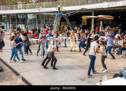 Crowd dancing on swing music, Muelle uno, Malaga port, Andalusia, Spain. - Stock Image
