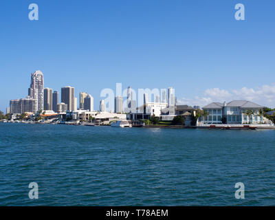 Houses On The Waterfront At Surfers Paradise On The Gold Coast - Stock Image