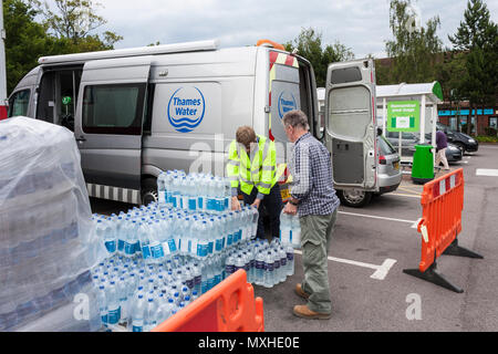 Thames Water staff hand out free bottles of drinking water to customers without a water supply. Reading, Berkshire, England, GB, UK. 30th June 2014 - Stock Image