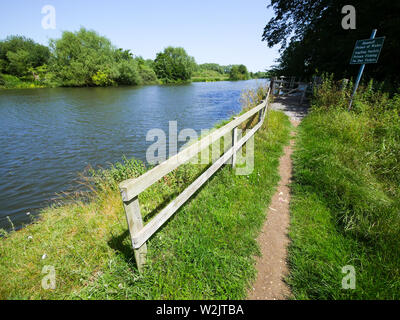 The Ridgeway Ancient Road, Running Next to The River Thames, Little Stoke, Oxfordshire, England, UK, GB. - Stock Image