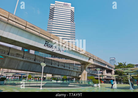 Siam Square, with Siam Piwat Tower, Pathum Wan district, Bangkok, Thailand - Stock Image