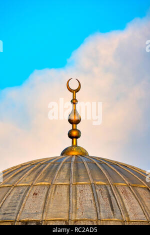 Crescent moon on a mosque - Stock Image