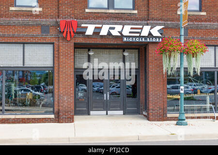 JOHNSON CITY, TN, USA-9/30/18: The Trek bicycle shop in downtown. - Stock Image