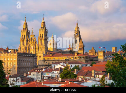 Spain, Galicia, Santiago de Compostela, view over rooftops to cathedral. UNESCO World Heritage site - Stock Image