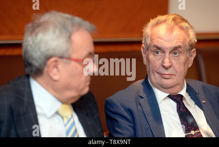 Budapest, Hungary. 14th May, 2019. L-R Head of Czech chamber of commerce Vladimir Dlouhy and Czech President Milos Zeman debate with Czech and Hungarian entrepreneurs in Budapest, Hungary, on May 14, 2019. Czech President launched his three-day visit to Hungary in this day. Credit: Katerina Sulova/CTK Photo/Alamy Live News - Stock Image