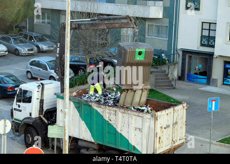Recycling lorry truck collecting glass wine bottles from recycle bin outside an apartment building in Portuguese city of Porto Portugal  KATHY DEWITT - Stock Image