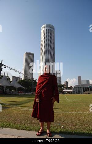buddhist monk, singapore - Stock Image