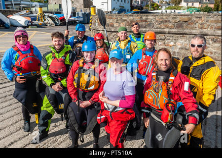 Schull, West Cork, Ireland. 6th Oct, 2018.  On a beautiful day in West Cork, Association members pose for a group photo. Today's activities culminate this evening in a dinner dance at the Schull Harbour Hotel. Credit: Andy Gibson/Alamy Live News. - Stock Image