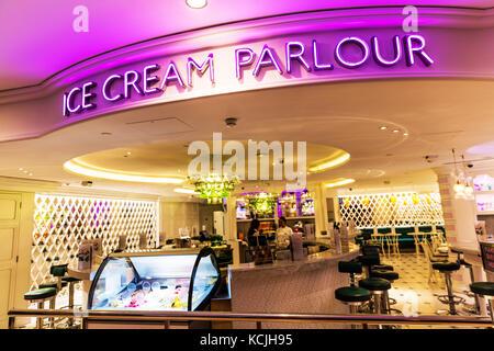 Ice Cream Parlour, Ice Cream Parlor, Ice Cream Parlour sign, ice cream shop, ice cream store, ice ccream, parlour, - Stock Image
