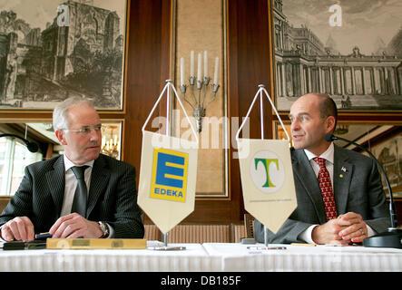 Acting partner of holding company Tengelmann, Karl-Erivan Haub (R), and Alfons Frenk, Chairman of the EDEKA AG Supervisory - Stock Image
