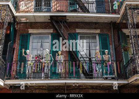 New Orleans Mardi Gras, view of skeletons and colorful throws (beads) decorating a balcony during Mardi Gras in the French Quarter, New Orleans, USA. - Stock Image
