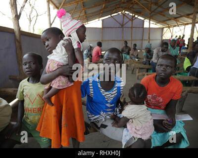 UGANDA - Palabek refugee settlement.  Food distribution. - Stock Image