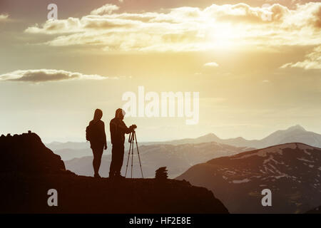 Couple photographers mountain top travel - Stock Image