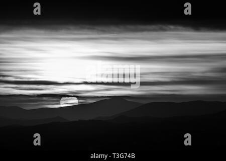 Beautiful sunset over mountains layers in Umbria (Italy) - Stock Image