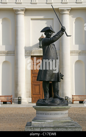Bronze Statue of a Chelsea Pensioner, The Royal Hospital, Chelsea, London, UK. - Stock Image