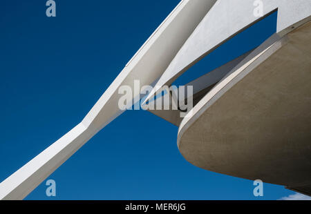 Close up architectural detail of Palau de les Arts Reina Sofia, part of the Ciudad de las Artes y las Ciencias in southern Valencia, Spain - Stock Image