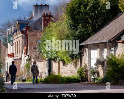 Visitors strolling along Rue Claude Monet in Giverny, France - Stock Image