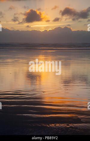 Sunset over Ninety Mile Beach, Northland, New Zealand. - Stock Image